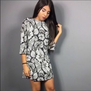 Dresses & Skirts - Beautiful floral print mini dress 👗